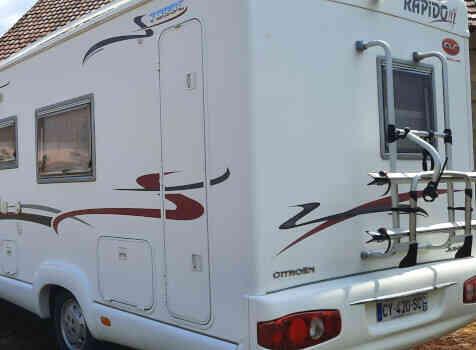 camping-car RAPIDO  LE RANDONNEUR  extérieur / latéral gauche