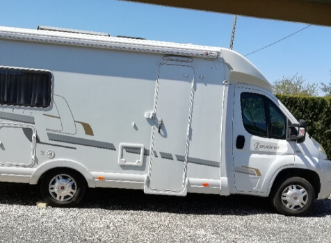 camping-car BAVARIA T 69 ARTIC  extérieur / latéral droit