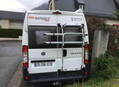 camping-car RAPIDO V53  extérieur / arrière