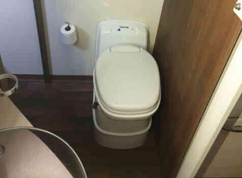 camping-car MC LOUIS MC4 80  intérieur / salle de bain  et wc