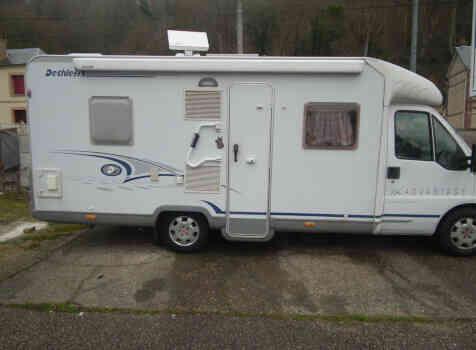 camping-car DETHLEFFS TX ADVANTAGE  extérieur / latéral gauche