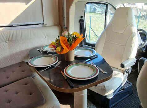 camping-car CI MAGIS 66 XT  intérieur / coin salon