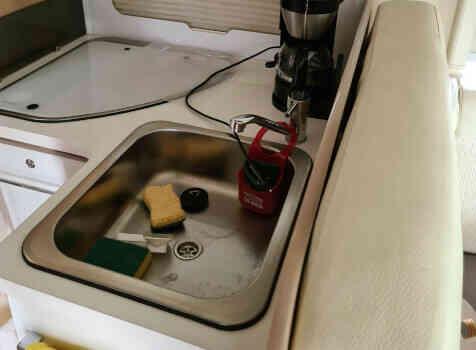 camping-car CI MAGIS 66 XT  intérieur  / coin cuisine