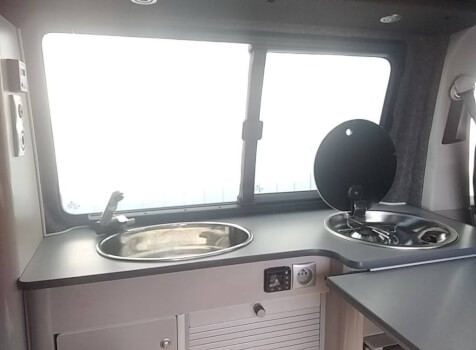 camping-car VOLKSWAGEN T6  intérieur  / coin cuisine