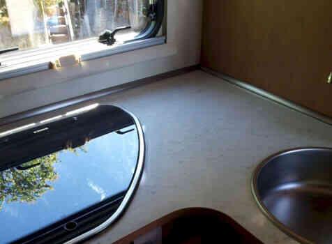 camping-car  PLASY HP74  intérieur  / coin cuisine