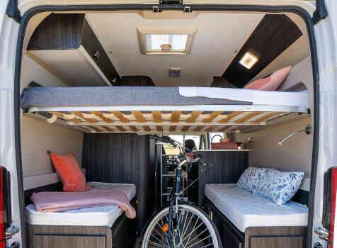 camping-car BENIMAR BENIVAN 110  intérieur / couchage principal