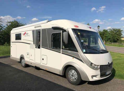 camping-car CARTHAGO CHIC C-line ll 5.0  extérieur / latéral droit