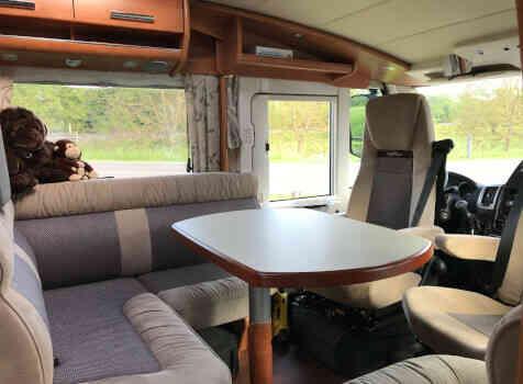 camping-car CARTHAGO CHIC C-line ll 5.0  intérieur / coin salon