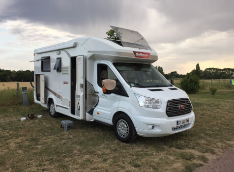 camping-car CHALLENGER 288 EB  extérieur / latéral droit