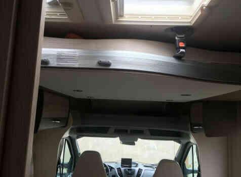 camping-car CHALLENGER 288 EB  intérieur / couchage principal