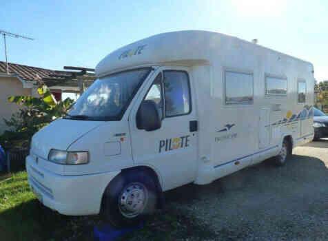 camping-car PILOTE PACIFIC 690  extérieur / face avant
