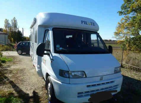 camping-car PILOTE PACIFIC 690  extérieur / latéral gauche
