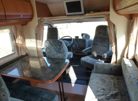 camping-car PILOTE PACIFIC 690  intérieur / coin salon