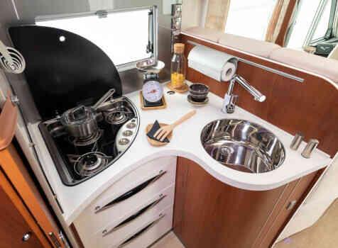 camping-car MOBILEVETTA YACHT TECHNO LINE 89  intérieur  / coin cuisine