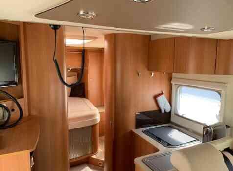 camping-car BURSTNER IXEO IT 735  intérieur / coin salon