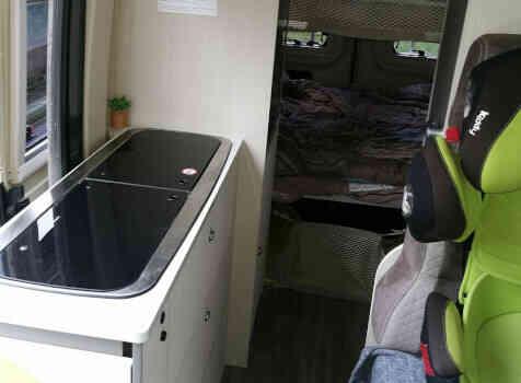 camping-car CHAUSSON TWIST V594 MAX  intérieur  / coin cuisine