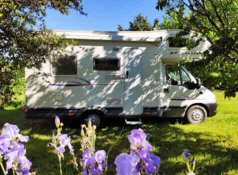 camping-car CHALLENGER   extérieur / latéral gauche