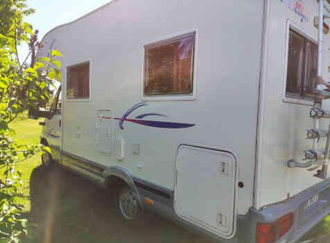 camping-car CHALLENGER   extérieur / latéral droit
