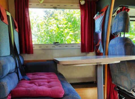 camping-car CHALLENGER   intérieur / coin salon