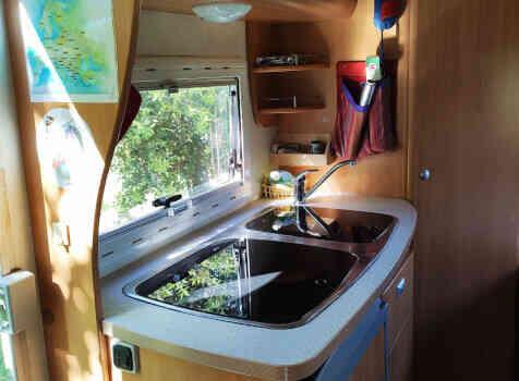 camping-car CHALLENGER   intérieur  / coin cuisine