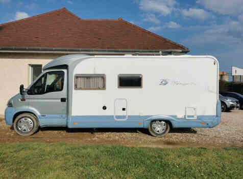 camping-car BURSTNER DELFIN T 680  extérieur / latéral gauche