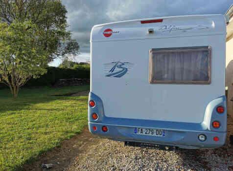 camping-car BURSTNER DELFIN T 680  extérieur / arrière