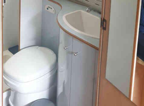 camping-car AUTOSTAR AMICAL  intérieur / salle de bain  et wc