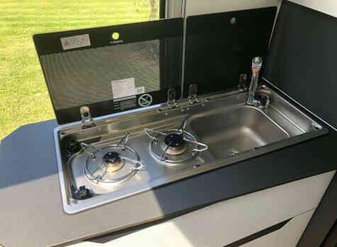 camping-car ELIOS 59T  intérieur  / coin cuisine