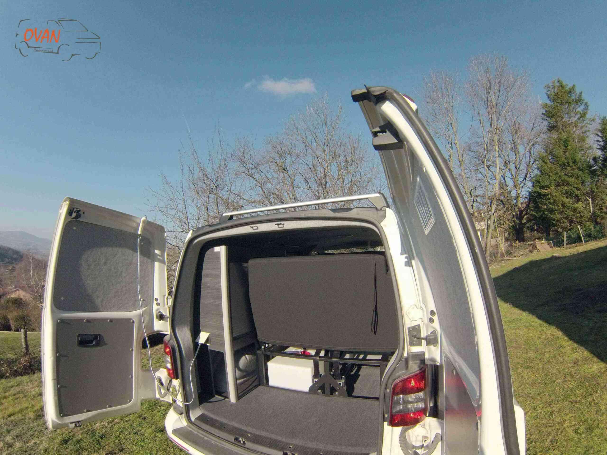 camping-car    TRANSPORTER T 5  intérieur / salle de bain  et wc