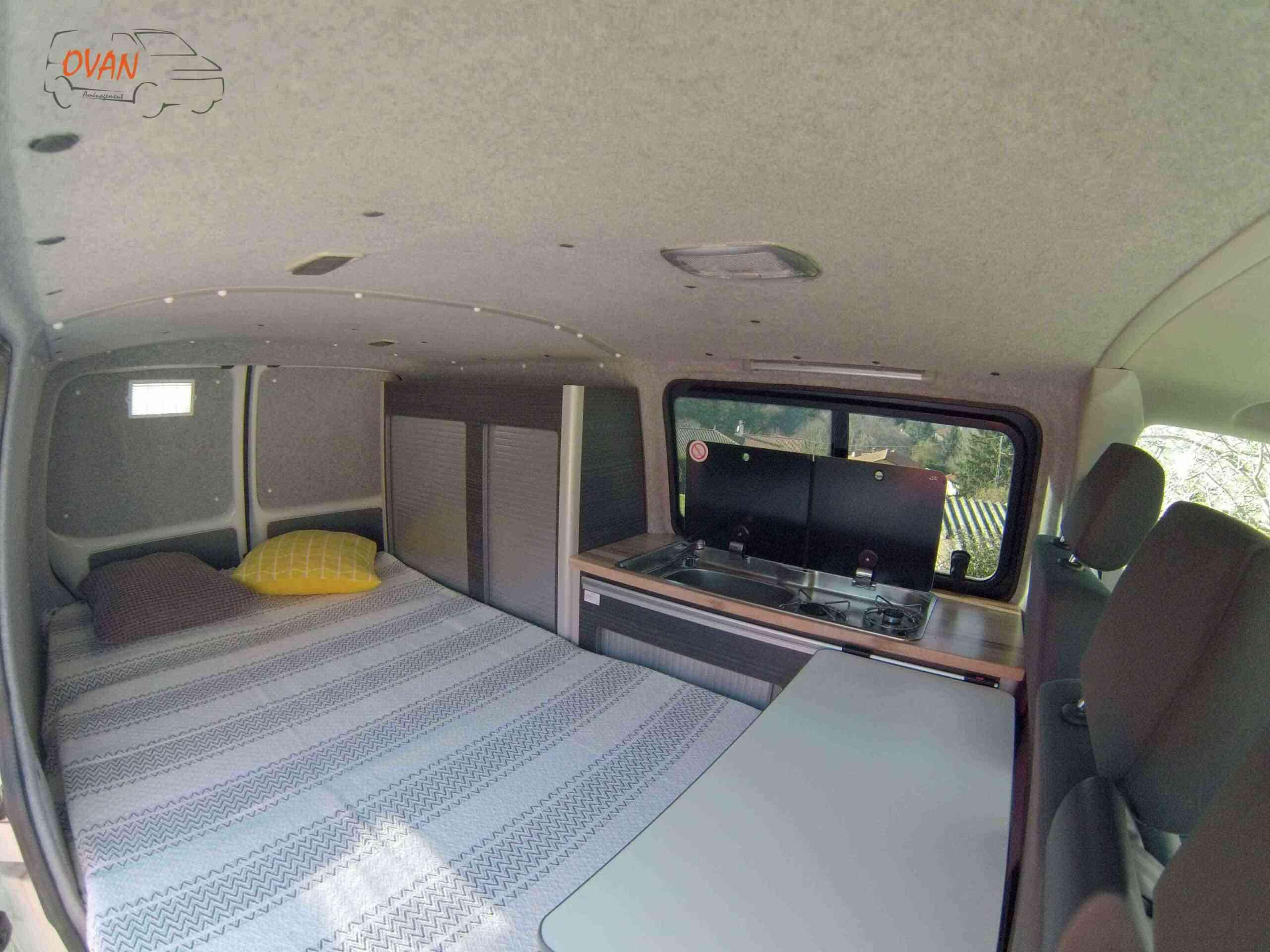 camping-car    TRANSPORTER T 5  intérieur / couchage principal