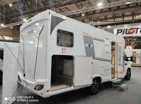 camping-car PILOTE P 746 GJ  extérieur / latéral gauche