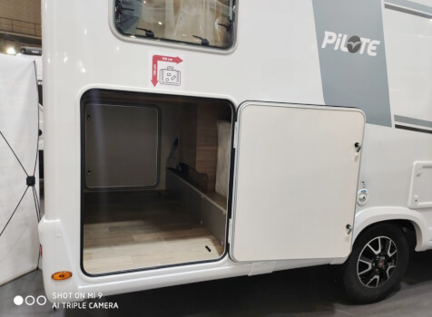 camping-car PILOTE P 746 GJ  extérieur / latéral droit