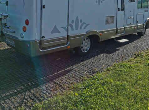 camping-car PILOTE EXPLORATEUR  extérieur / latéral gauche