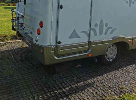 camping-car PILOTE EXPLORATEUR  extérieur / arrière