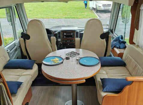 camping-car PILOTE EXPLORATEUR  intérieur / coin salon