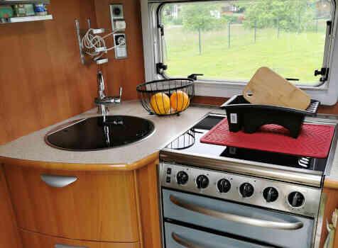 camping-car PILOTE EXPLORATEUR  intérieur  / coin cuisine