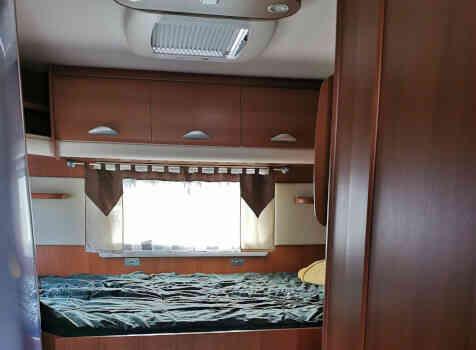 camping-car PILOTE EXPLORATEUR  intérieur / couchage principal