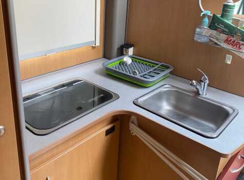 camping-car MOOVEO P660  intérieur  / coin cuisine