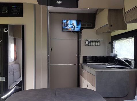 camping-car CHALLENGER 347 GA  intérieur  / coin cuisine