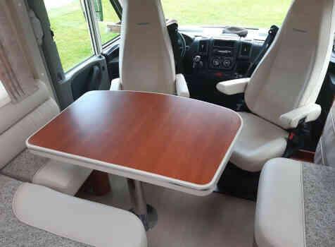camping-car MOBILVETTA  K-YACHT 85  intérieur / coin salon
