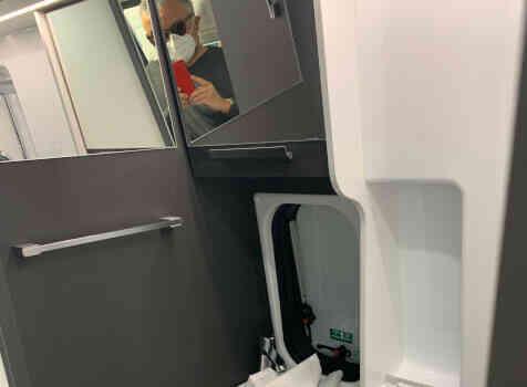 camping-car MC LOUIS MENFYS 3 MAXI S-LINE BVA  intérieur / salle de bain  et wc