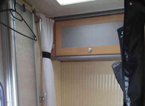 camping-car DETHLEFFS TX ADVANTAGE  intérieur / salle de bain  et wc