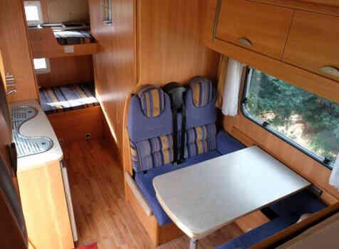 camping-car CHALLENGER GENESIS 43  intérieur / couchage principal