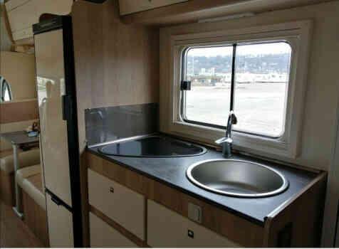 camping-car PLA HAPPY  435  intérieur  / coin cuisine