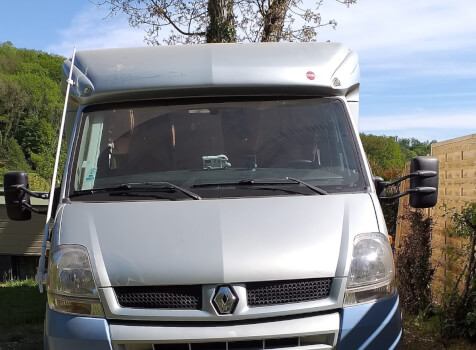 camping-car BURSTNER DELFIN 695  extérieur / face avant
