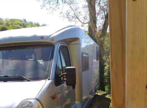 camping-car BURSTNER DELFIN 695  extérieur / latéral gauche