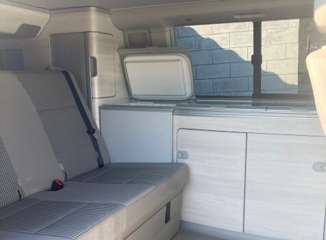 camping-car CALIFORNIA T 6  intérieur / coin salon