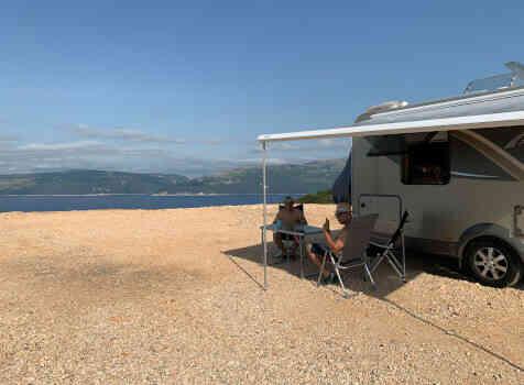 camping-car BURSTNER IXEO IT 735  extérieur / latéral gauche