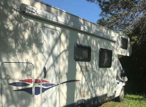camping-car CHALLENGER GENESIS   extérieur / latéral droit
