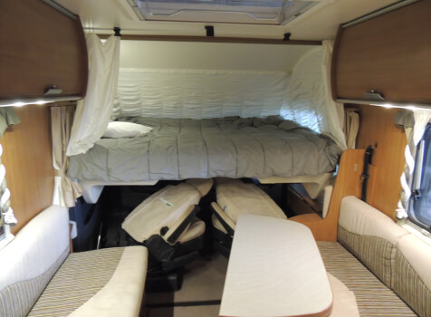 camping-car ITINEO SB 720  intérieur / couchage principal